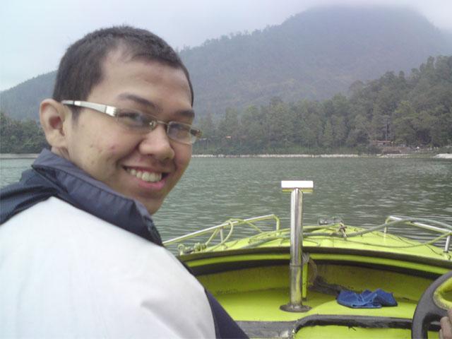 Di atas speed boat